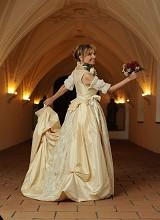 Alessandra - Brautmode in grau weiss